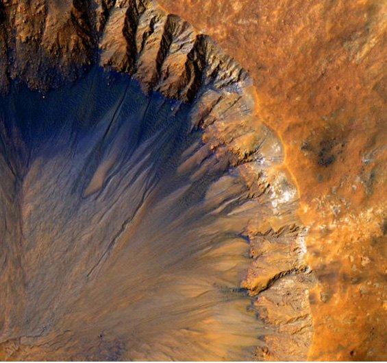 HiRiSE_crater